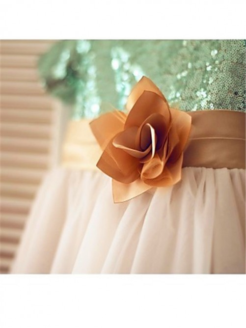 Chicregina A-Line/Princess Short Sleeves Scoop Sequin Tea-Length Flower Girl Dress with Tulle