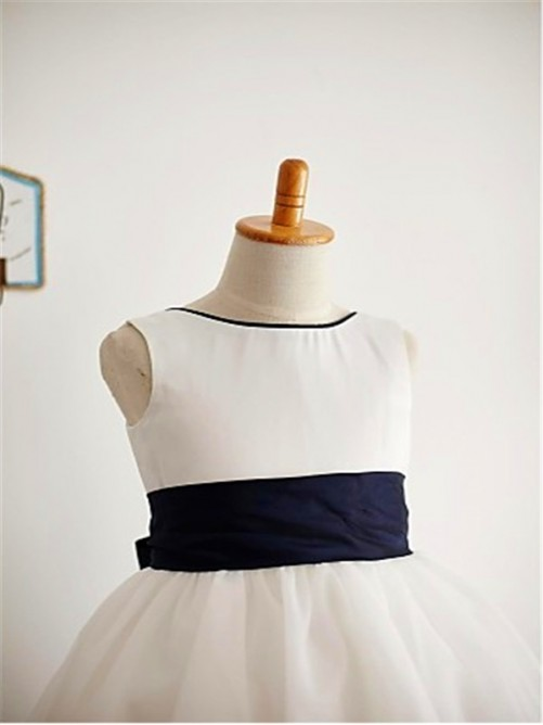 Chicregina A-Line/Princess Scoop Bowknot Sleeveless Ankle-Length Flower Girl Dress with Tulle