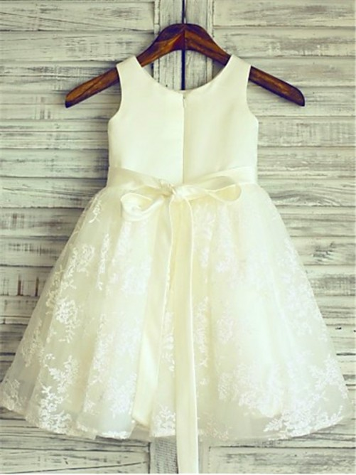 A-Line/Princess Scoop Sash Sleeveless Knee-Length Flower Girl Dress with Lace