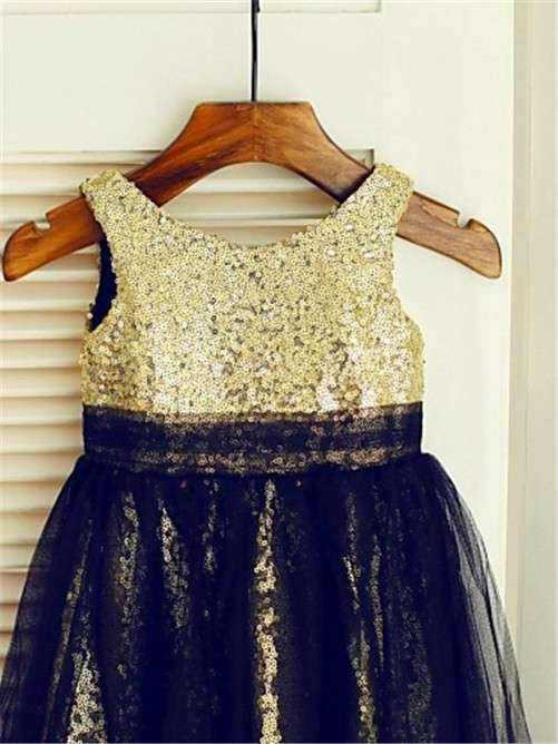 Chicregina Long A-Line/Princess Scoop Sleeveless Sequin Flower Girl Dress with Tulle