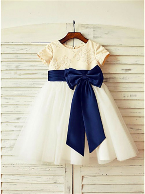 Chicregina Long A-Line/Princess Scoop Short Sleeves Bowknot Flower Girl Dress with Tulle
