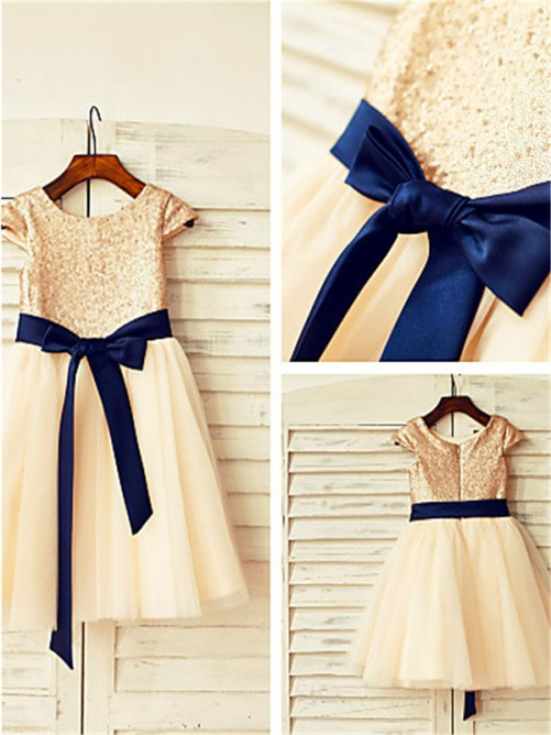 A-Line/Princess Scoop Short Sleeves Sequin Knee-Length Flower Girl Dress with Tulle