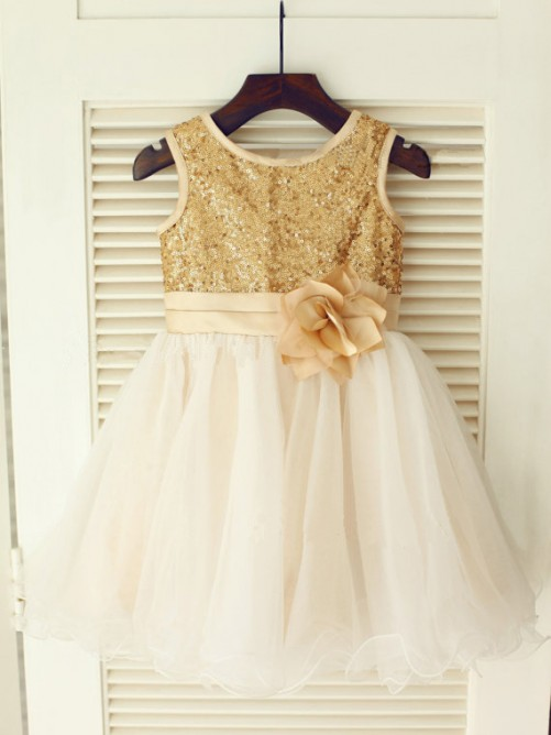 A-Line/Princess Scoop Sleeveless Organza Knee-Length Communion Dress with Sequin