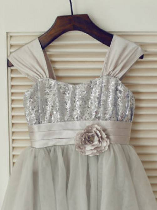 Chicregina Long A-Line/Princess Straps Sleeveless Bowknot Communion Dress with Tulle