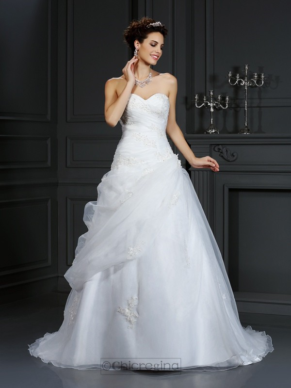 Chicregina Ball Gown Sweetheart Court Train Organza Wedding Dress with Lace