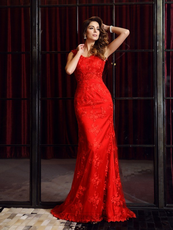 Chicregina Trumpet/Mermaid V-neck Lace Sweep Train Dress with Rhinestone