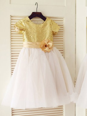 A-Line/Princess Scoop Short Sleeves Sequin Knee-Length Communion Dress with Tulle