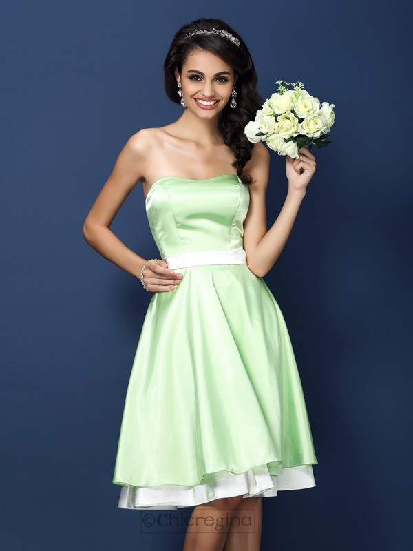 Chicregina A-Line/Princess Strapless Knee-Length Elastic Woven Satin Bridesmaid Dress with Pleats