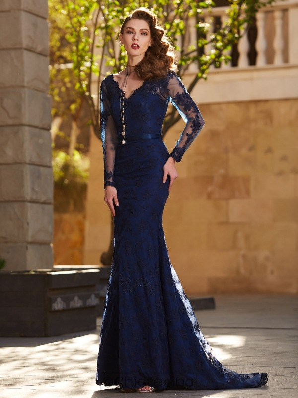 Chicregina Trumpet/Mermaid V-neck Long Sleeves Sweep Train Lace Dress With Applique