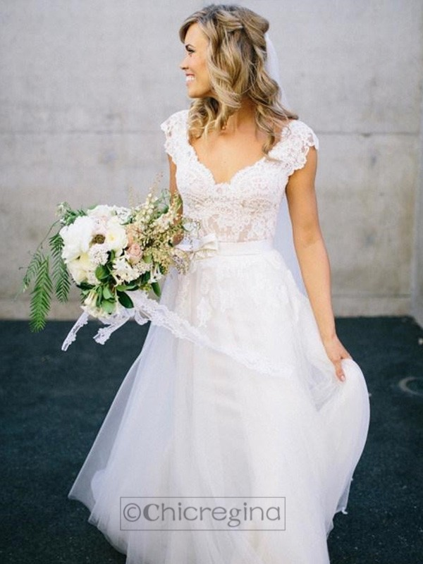 A-Line/Princess V-neck Floor-Length Sleeveless Tulle Wedding Dress With Lace