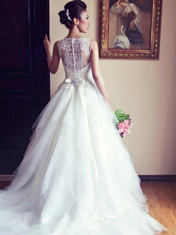 A-Line/Princess Scoop Sleeveless Sash/Ribbon/Belt Beading Lace Chapel Train Tulle Wedding Dresses With Applique
