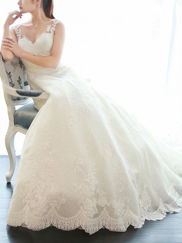 A-Line/Princess V-neck Sleeveless Lace Court Train Wedding Dresses With Applique