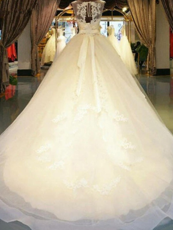 Ball Gown Off-the-Shoulder Sleeveless Sash/Ribbon/Belt Lace Sweep/Brush Train Wedding Dresses With Beading Applique