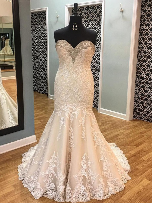 Trumpet/Mermaid Sweetheart Sleeveless Tulle Court Train Wedding Dresses With Applique