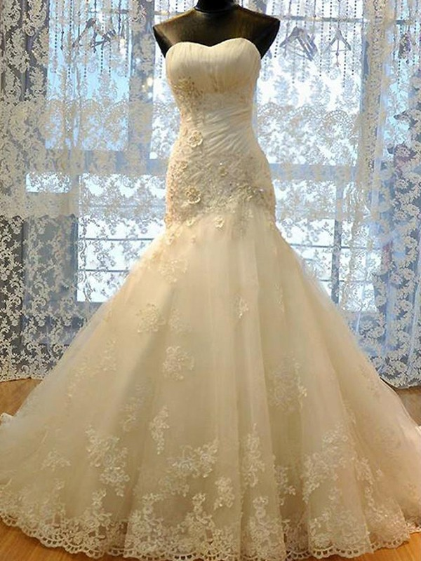 Trumpet/Mermaid Sweetheart Tulle Sleeveless Court Train Wedding Dresses With Applique