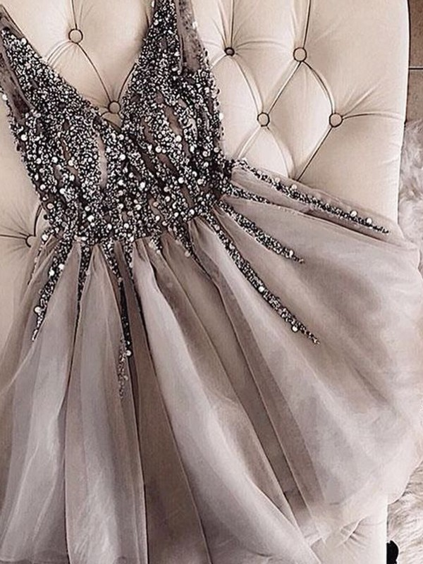 A-Line/Princess V-neck Tulle Short Dresses With Sequin